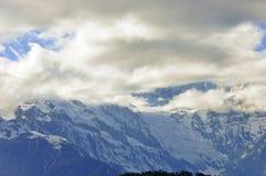 Montagna e villaggio della neve di Meili Fotografie Stock Libere da Diritti
