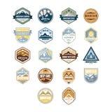 Montagna ed emblemi all'aperto dell'annata di avventura Immagine Stock Libera da Diritti