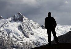 Montagna ed uomo Immagine Stock