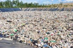 Montagna enorme di rifiuti Immagini Stock Libere da Diritti