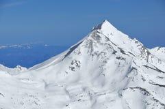 Montagna a forma di della piramide Fotografie Stock
