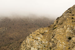 Montagna fra le nuvole Immagini Stock
