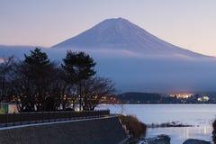 Montagna Fuji dal lago Kawakuchi nell'inverno Fotografie Stock