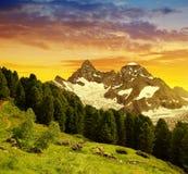 Montagna Gabelhorn al tramonto nelle alpi della pennina, Svizzera Fotografia Stock