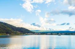 Montagna Giappone di Fuji e bluesky Immagini Stock Libere da Diritti