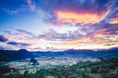 Montagna intorno alla collina Immagini Stock Libere da Diritti