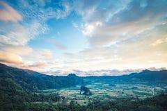 Montagna intorno alla collina Immagine Stock Libera da Diritti