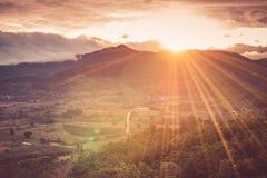 Montagna intorno alla collina Fotografia Stock