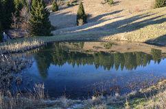 Montagna Lago e stockfotografie