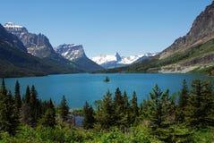 Montagna, lago ed isola Fotografia Stock Libera da Diritti