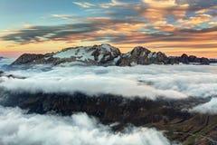 Montagna Marmolada al tramonto in dolomia dell'Italia ad estate Fotografie Stock Libere da Diritti