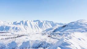 Montagna, mattina, inverno, paesaggio della neve fotografie stock