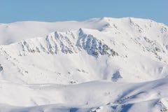 Montagna, mattina, inverno, paesaggio della neve fotografie stock libere da diritti