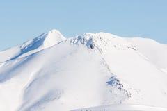 Montagna, mattina, inverno, paesaggio della neve immagini stock libere da diritti