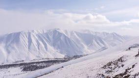 Montagna, mattina, inverno, paesaggio della neve fotografia stock