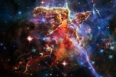 Montagna mistica nello spazio profondo Elementi di questa immagine ammobiliati dalla NASA immagine stock libera da diritti