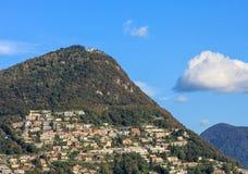 Montagna Monte Bre, vista dalla città di Lugano Fotografia Stock