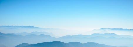 Montagna in nebbia Fotografia Stock