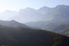 Montagna nebbiosa Fotografia Stock