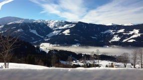 Montagna nebbiosa nelle alpi Fotografia Stock Libera da Diritti