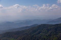 Montagna nell'inverno fotografie stock