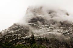 Montagna nella foschia Immagini Stock