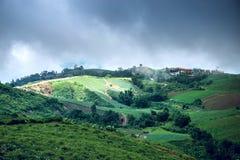 Montagna, paesino di montagna, rapa dell'azienda agricola del parco Fotografie Stock Libere da Diritti