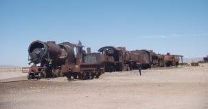 Montagna, panorama di pietra Boliva del deserto e un cementery del treno Immagine Stock Libera da Diritti
