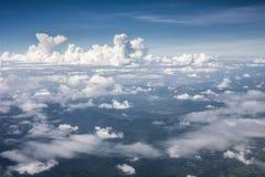Montagna perfetta blu del cielo delle nuvole Fotografie Stock Libere da Diritti