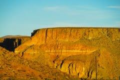 Montagna piana del deserto al tramonto Fotografia Stock Libera da Diritti
