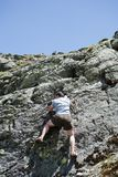 Montagna rampicante del forte uomo Fotografia Stock Libera da Diritti