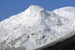 Montagna ricoperta neve Immagini Stock