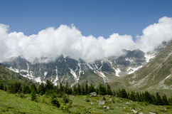 Montagna ricoperta nuvola Fotografie Stock Libere da Diritti