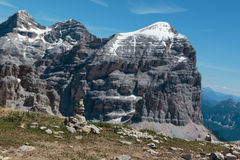 Montagna Ridge nelle alpi italiane delle dolomia nell'ora legale e in Ston Immagine Stock