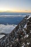Montagna rocciosa e cielo awasome Fotografie Stock