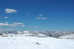 Montagna rocciosa nella stagione di caduta in anticipo Fotografia Stock