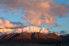 Montagna rossa al tramonto. Immagine Stock