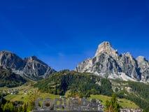 Montagna Sassongher, Corvara in Badia, Tirolo del sud, Italia Immagini Stock