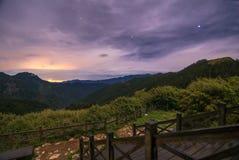 Montagna Scape del colpo di notte alla montagna di Xueshan, Taiwan Fotografie Stock Libere da Diritti