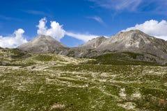 Montagna sotto il cielo 8 Immagine Stock