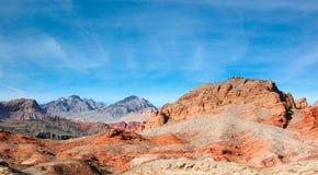 Montagna variopinta della roccia nel Lago Mead contro il chiaro cielo, Nevad Fotografia Stock