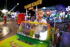 Montagnana, Ιταλία - 14 Ιουλίου 2017: ένα παιδί οδηγά σε ένα λούνα παρκ Στοκ φωτογραφίες με δικαίωμα ελεύθερης χρήσης