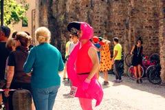 Montagnana, 26 Italië-Augustus, 2018: Stadsfestival mummers van de biermarathon maskerade stock afbeeldingen