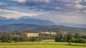 Montagne al tramonto di estate, Polonia, timelapse di Tatra archivi video