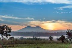 Montagne, alba scenica di autunno, paesaggi in Tailandia Fotografia Stock