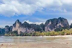 Montagne alla costa sull'isola Fotografia Stock Libera da Diritti