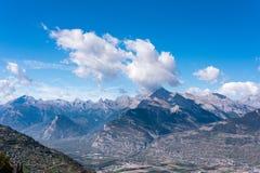 Montagne alpine con le ombre delle nuvole Immagini Stock Libere da Diritti