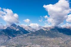 Montagne alpine con le ombre delle nuvole Fotografia Stock Libera da Diritti