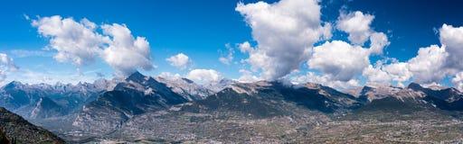 Montagne alpine con le ombre delle nuvole, grande panorama Fotografia Stock Libera da Diritti