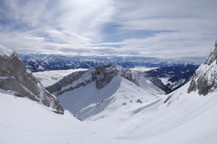 Montagne alpine dello Snowy Fotografie Stock